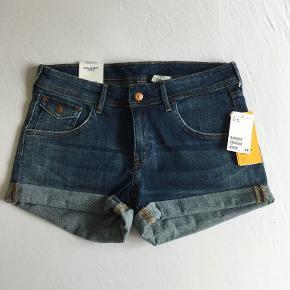 H&M shorts, helt nye med mærke. Str. 40, men er lidt små i størrelsen :)