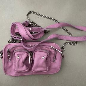 Fin lille nunoo taske i pink/lyserød/bubblegum farve - byd gerne
