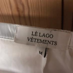 Satin bukser brugt få gange. Sælges fordi jeg ikke for dem brugt☺️ Fra lé lago vetements