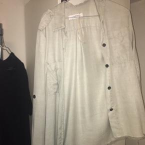 Skjorte fra Zara. Aldrig brugt. Byd gerne:)