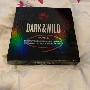 BTS Dark & Wild album. Albummet er i rigtig god stand og uden fotokort  Køber betaler fragt ellers kan jeg også mødes i Aarhus