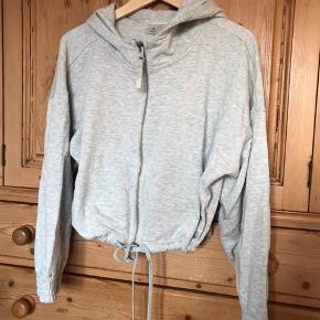 Mega blød og lækker cropped sweater fra Myprotein. Aldrig brugt. Str. medium