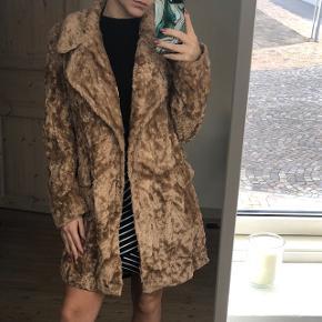 Faux fur jakkeBrugt som oversized - normalt bruger jeg xs/s