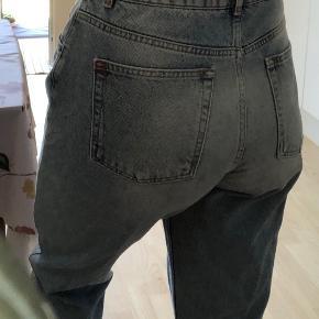 """Sælger mine elskede """"mom"""" jeans,  Str: W31 (L)   Køber betaler fragt eller afhentes i Aarhus C☺️"""