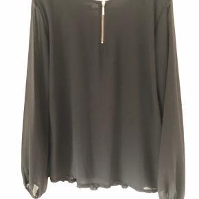 Rigtig fin og enkel skjorte/ tunika🌸brugt sparsomt, super fin stand🌸mkr Mingh 🌸