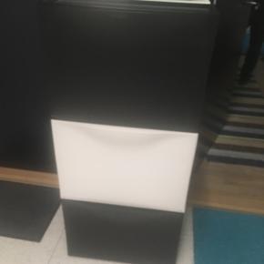6 skoskabe, 3 hvid 3 sort 50kr/stk
