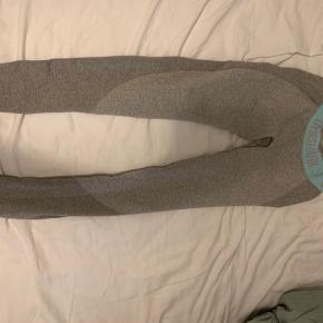 Sælger disse lækre gymshark tights De er str xs, og jeg er normalt en s/m i bukser  150 kr+ fragt