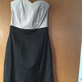 Rigtigt flot kjole fra H&M, har bare hængt i skabet (str. 34)