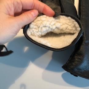 Sorte Vegan Handsker med lækkert for. Min mand gider ikke bruge dem. Dejlig varme.  Str. L/XL     #30dayssellout