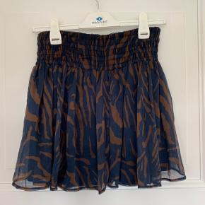 🌾🌾🌾 Sælger denne rigtig fede nederdel fra Erbs, da jeg ikke får den brugt nok. Den er så flatterende og behagelig at have på.  Str. xs-s  Kom med et bud!  🌾🌾🌾