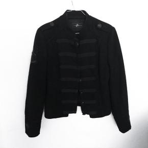 Style butler jakke i uld   størrelse: small   pris: 350 kr   fragt: 37 kr