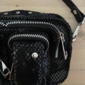 Aldrig brugt fin Núnoo Helena i sort snake.  Har desværre ikke kvittering, men den er helt som ny.