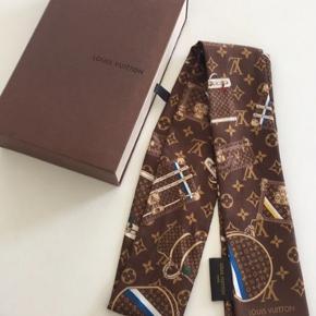 Louis Vuitton tørklæde. Nypris 940. Men kan ikke finde kvitteringen mere.