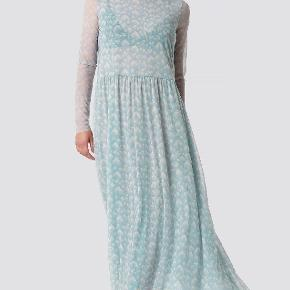 Flot lang mesh kjole, som aldrig er brugt   Køber betaler fragt 🌸