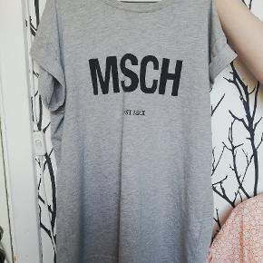 Sælger denne fine t-shirt fra Moss Copenhagen. Ikke brugt særlig meget. BYD 😊🌺