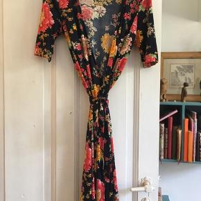 Fantastisk kjole, som jeg bare ikke får brugt.