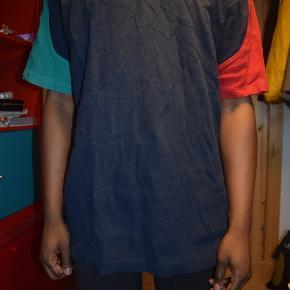 Vintage H2O t-shirt i polo lignende stof.