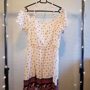 Skaterkjole med bare skuldre fra H&M coachella collection. Justerbare stropper 71 cm i længden (uden stropper)