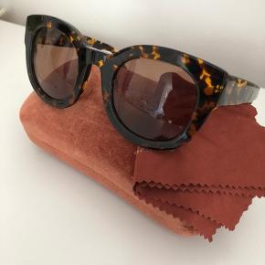 Smukke solbriller fra Ganni, som stadig fås i butikkerne (denne farve er dog udsolgt).   Har ikke billede af dem på.   Nypris 1300 kr.