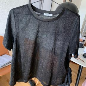 Fin glimmer t-shirt fra Pieces 🌟
