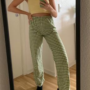 Super fede hjemmesyede bukser i en grøn farve