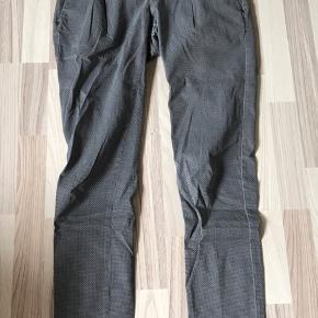 Michael Coal chinos grå. Ca størrelse 32x32. De hedder størrelse 42. Lavet i Italien.  Kan sendes eller afhentes i Halsnæs omegn