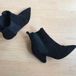 Asos spidse støvler med hæl. UK str. 8. Brugt få gange.