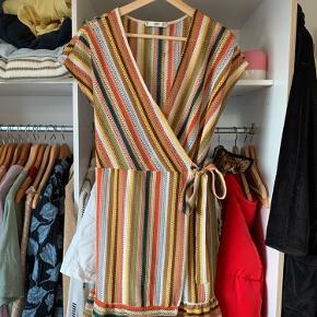 Jeg sælger denne kjole fra Mango i str. m 🧡💛💜 byd gerne