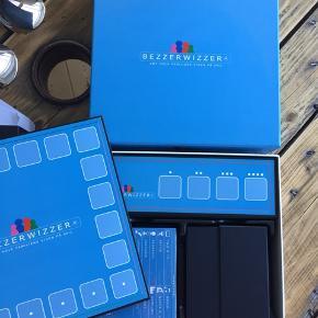 Bezzerwizzer brætspil. Brugt få gange. Det ene sæt af kortene har aldrig været brugt og er stadig i plast.