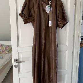 MDK / Munderingskompagniet kjole