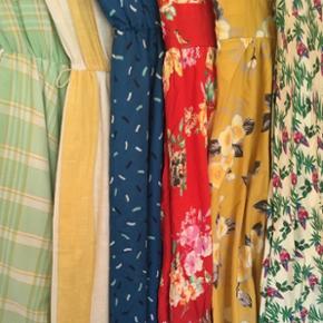 Stor privat samling af luksus vintage kjoler, retro / repro swing kjoler samt figursyede kjoler i 40'er, 50'er og 60'er stil - alle i smukke tekstiler og god kvalitet. Se alle kjoler, størrelser og nærmere beskrivelser på min profil 😊