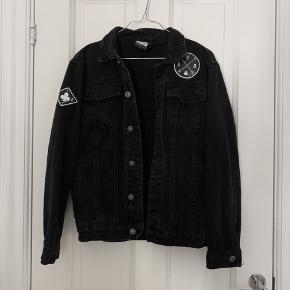 Denim jakke str small fra ART DISCO.