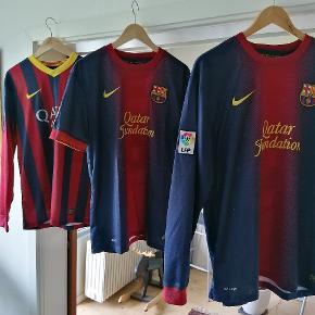 Fc Barcelona trøjer. 200,- pr. stk, samlet 500,-  Piqué solgt.
