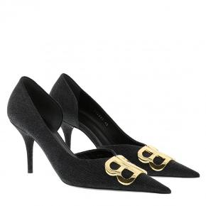 """Balenciaga hæle, købt her på Trendsales, men aldrig brugt da min fod ikke er bygget til dem. Super fin sko, lidt brugtegn ved brug af """"hæl såle"""". Mangler bare ny ejer, der får dem brugt🦋❤️  TAG DEM FOR 1500,- HURTIG HANDEL!!!😍  (Køb nu er slået til. Sender samme dag som køber betaler)"""