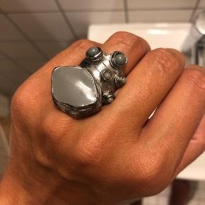 Emalje ring fra Yves Saint Laurent str 7. Købt på net-a-porter. Sælges da jeg ikke får den brugt