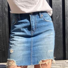 Mega fin nederdel, den var nok en M men jeg har fået den syet så den passer en S.😊💗