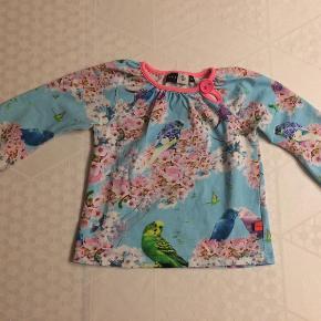 Brand: Molo, cherry blossom Varetype: bluse Farve: se  Smuk bluse fra Molo, pæn og velholdt. Kan sendes forsikret til GLS pakkeshop for 35,- eller DAO 37,-