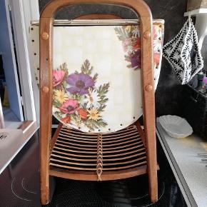 Sælger dette smukke Sybord..Vi er her tilbage i 50'erne.