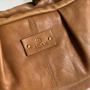 Brun lædertaske fra Adax ☀️  22 cm høj 29 cm lang