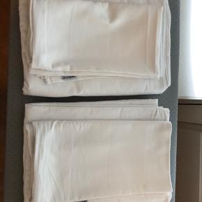 2x turiform bred stribet sengesæt  I bomulds satin med 300 tc oeko-tex bomuld. Lynlås lukning. 2 x pudebetræk 60x63  2 x dynebetræk 140x200