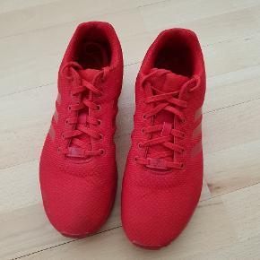Røde Adidas Flux, str. 44 2/3. Brugt få gange, ingen tegn på slidtage.