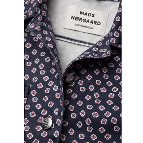 Shirley jakke fra Mads Nørgaard  Brugt få gange  Np. 995kr Mp. 655kr Str. 34