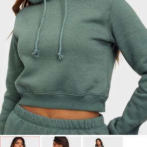 Lækker hoodie i arme grøn Købt for 4 mdr siden på NELLY