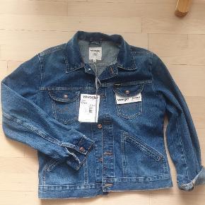 Fed klassik denim jakke str m. Aldrig brugt  Købspris 900