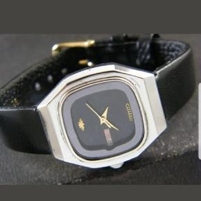 Mit utrolige og flotte vintage og automatisk Citizen ur med sort læderrem og dato.  Bruger ikke batterier kun bevægelse.  Vandtæt.