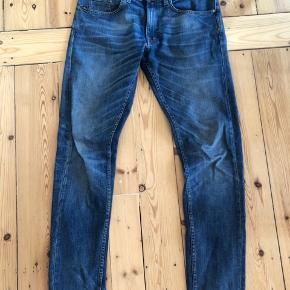 Sælger disse næsten ubrugte Tiger of Sweden jeans model Pistolero. Bukserne er brugt omkring 10 gange.  Str. 31/34.