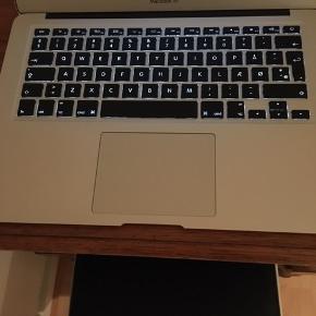 MacBook Air, 256 GHz, 4 GB ram