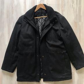 Pæn og velholdt uld jakke fra seven seas, brugt få gange fra et dyre og rygefrit hjem. Str Xxl .