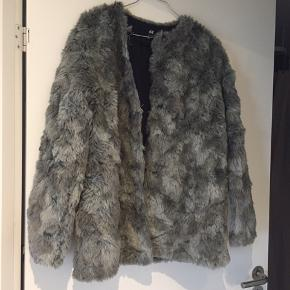 Fake fur frakke fra h&m! Brugt få gange!
