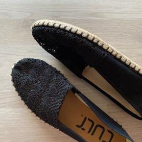 Cult sandaler